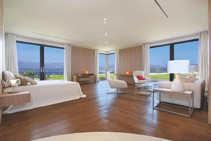 guest-bedroom-with-panoramic-views