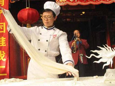 pasta-chef-noodle-maker-la-mian-ancient-chinese-art
