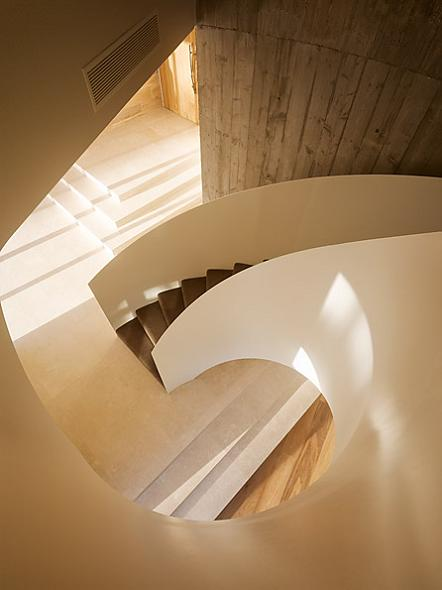spiral staircase The Yarra House: Interior Design Inspiration