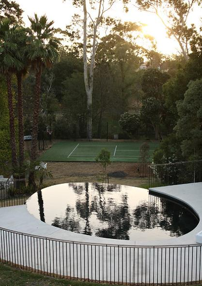 yarra house melbourne infinity pool tennis court The Yarra House: Interior Design Inspiration