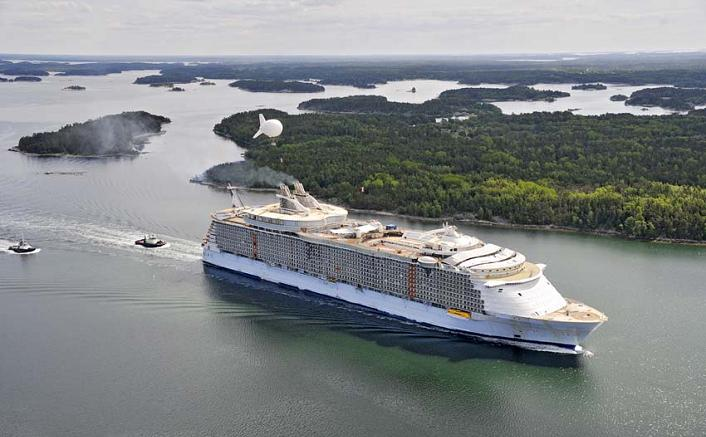 The Largest Cruise Ship In The World Is Five Times The Size Of The - Biggest cruise ship ever compared to titanic