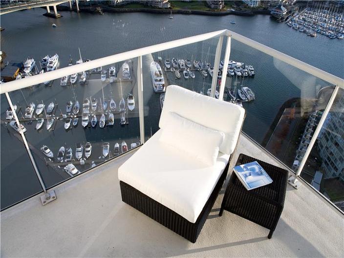 vancouver-aquarius-penthouse-view-of-harbor