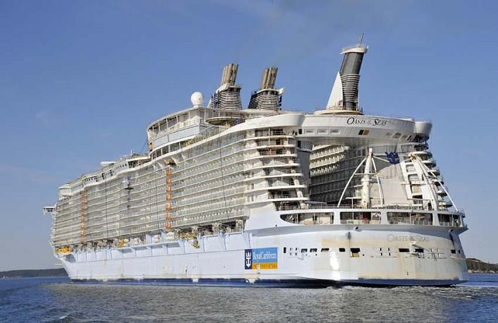 worlds largest passenger ship oasis of the seas The Largest Cruise Ship in the World is Five Times the Size of the Titanic
