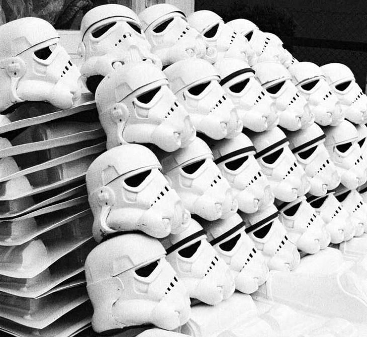 lots-of-stormtrooper-helmets-piled-side-by-side