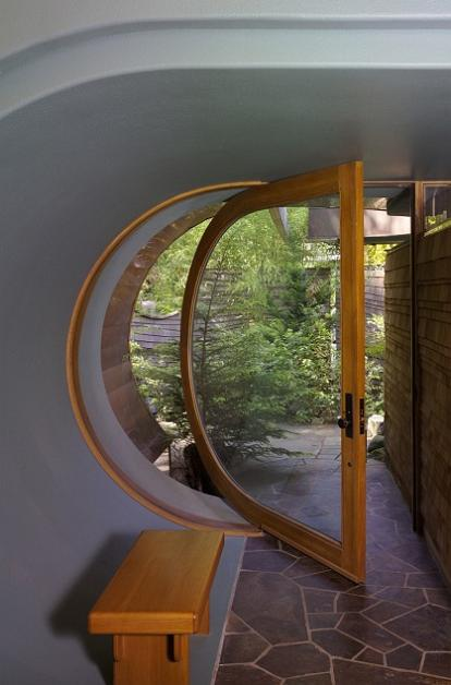 rounded curved door entrance design Canopy Living: The Ultimate Tree House