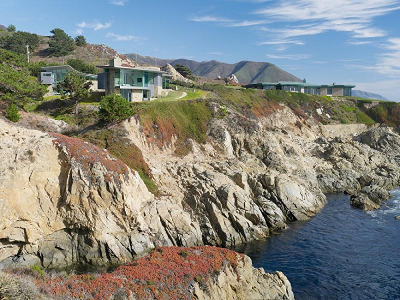 cliffside oceanfront view california mansion An Ocean of Emotion: The View from Otter Cove