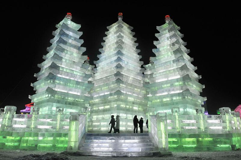 harbin-ice-and-snow-scultpure-festival-2009-pagoda