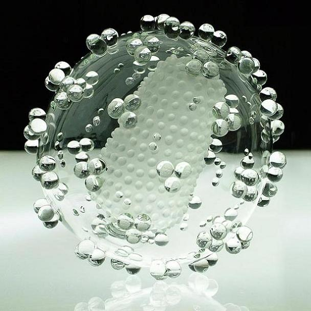 hiv-made-of-glass-luke-jerram