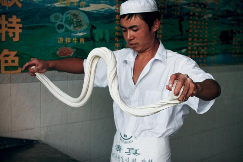 la mian chinese noodle making hand made La Mian   The Ancient Art of Chinese Noodle Making
