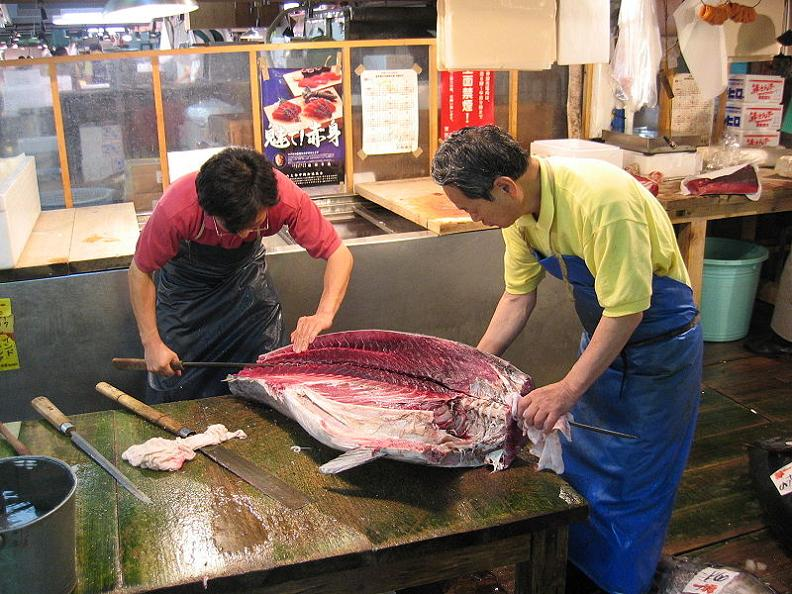 slicing bluefin tuna oroshi hocho wholesale knife The Largest Fish and Seafood Market in the World