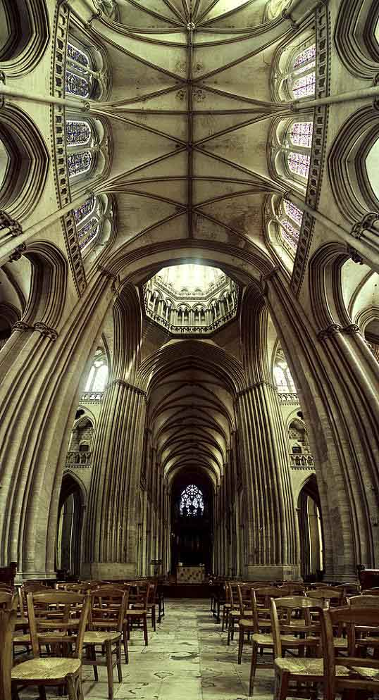amazing ceiling vertical panoramic church interior Vertical Panoramic Photography: 15 Breathtaking Examples