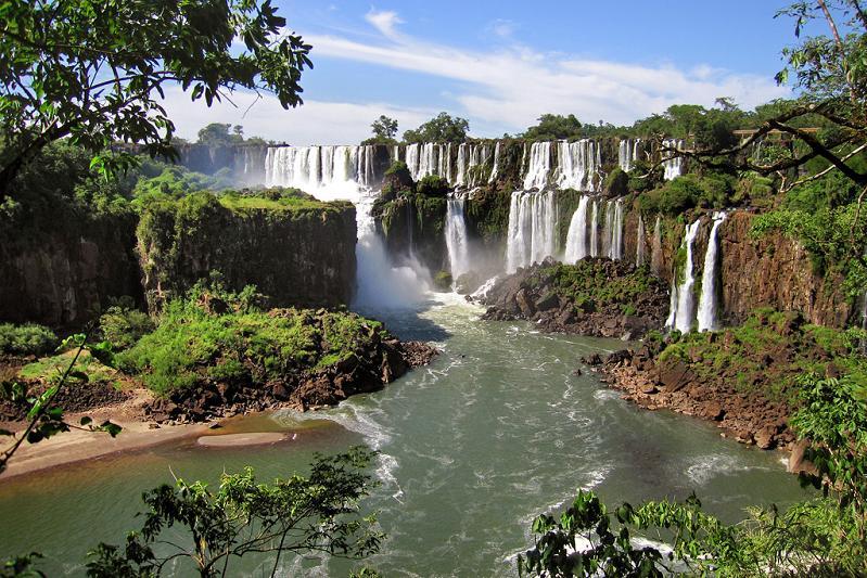heaven on earth iguazu falls argentina brazil Iguazu Falls: 15 Amazing Pictures, 10 Incredible Facts