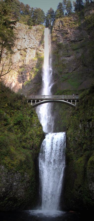 multnomah falls in portland oregon vertical panorama Vertical Panoramic Photography: 15 Breathtaking Examples