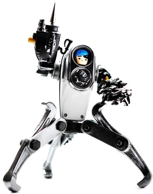 amazing robotic scultpure Incredible Robot Sculptures Made from Old Electronic Parts