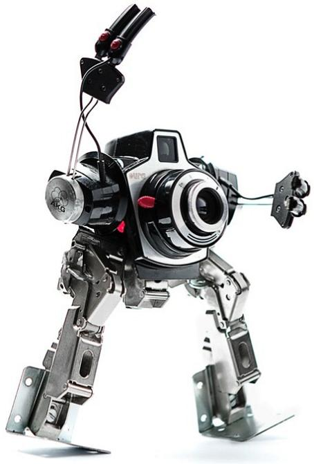 art by himatic Incredible Robot Sculptures Made from Old Electronic Parts