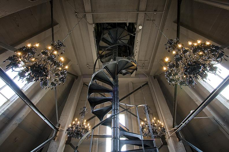 25 Stunning Images of Spiral Staircases