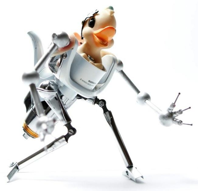 creppy robotic models by andrea petrachi Incredible Robot Sculptures Made from Old Electronic Parts