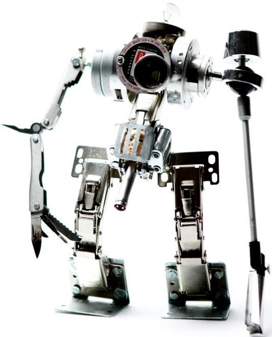 reusing old electronic pieces Incredible Robot Sculptures Made from Old Electronic Parts