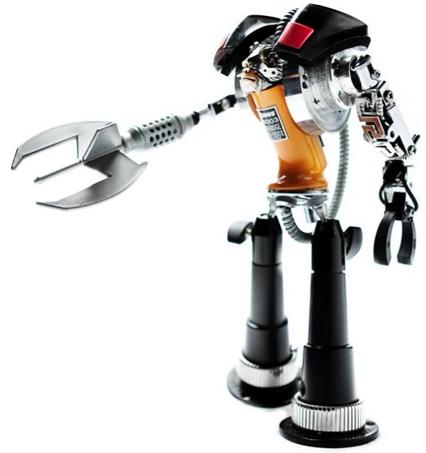 robot figurine by andrea petrachi Incredible Robot Sculptures Made from Old Electronic Parts