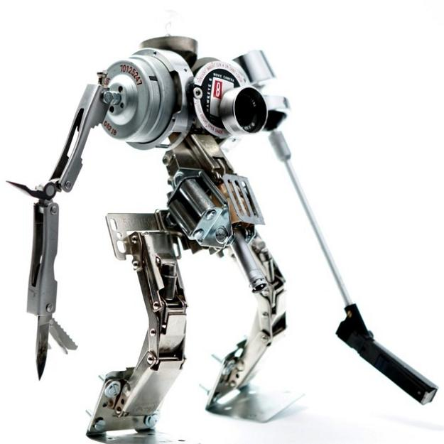 robot made from electronic parts Incredible Robot Sculptures Made from Old Electronic Parts