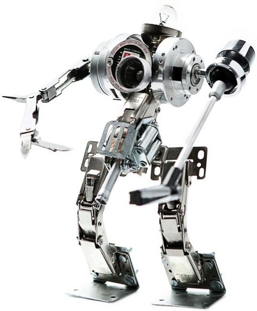 sculpture made from old electronics Incredible Robot Sculptures Made from Old Electronic Parts