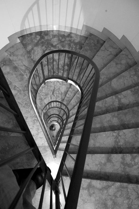 tear drop shape staircase 25 Stunning Images of Spiral Staircases