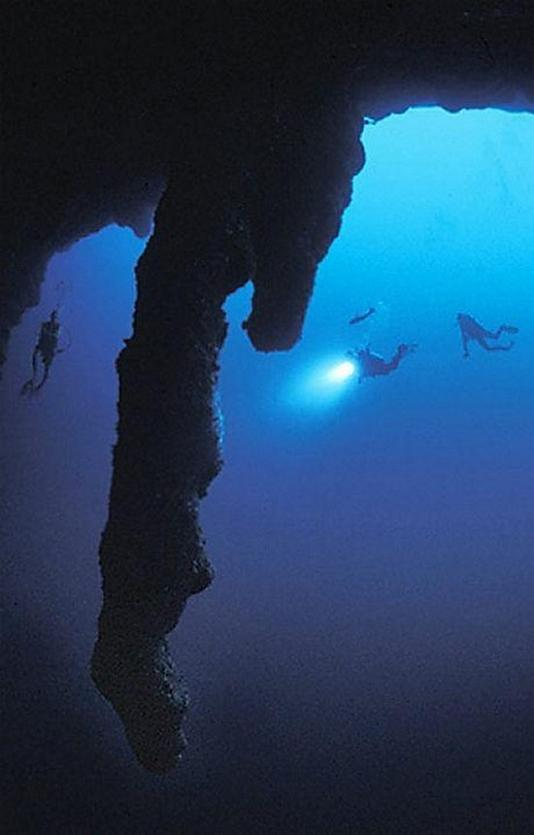scuba-diving-the-great-blue-hole
