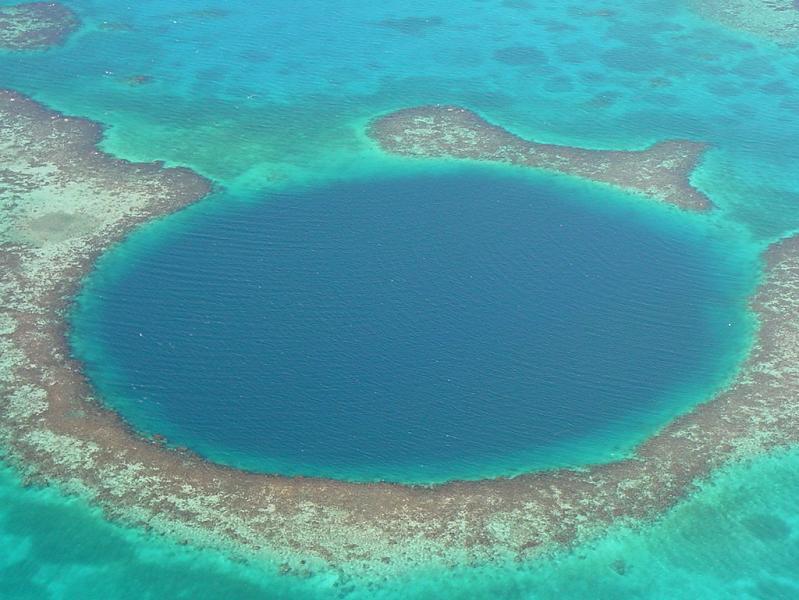 the-great-blue-sinkhole-belize