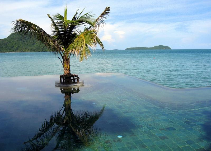 amazing infinity pool by the sea 25 Stunning Infinity Pools Around the World