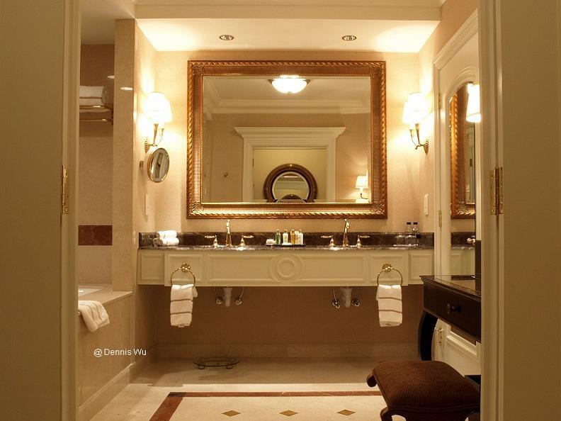 bathroom-at-venetian-macao