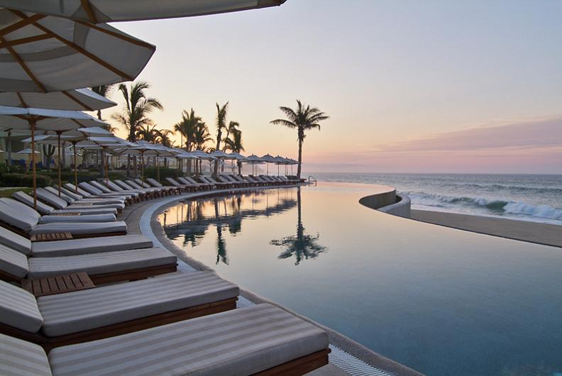beautiful reflection infinity pool 25 Stunning Infinity Pools Around the World