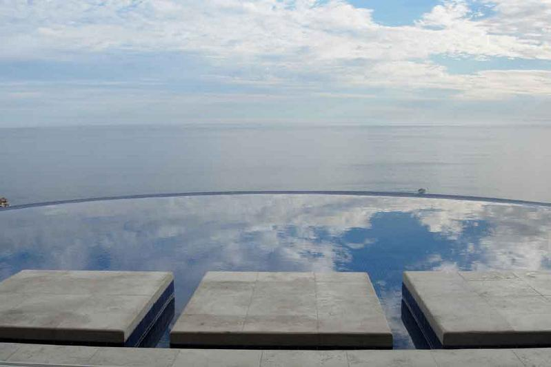 incredibe view from infinity pool 25 Stunning Infinity Pools Around the World