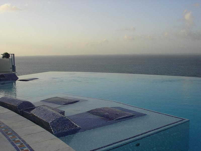 infinity pool at mes amis 25 Stunning Infinity Pools Around the World