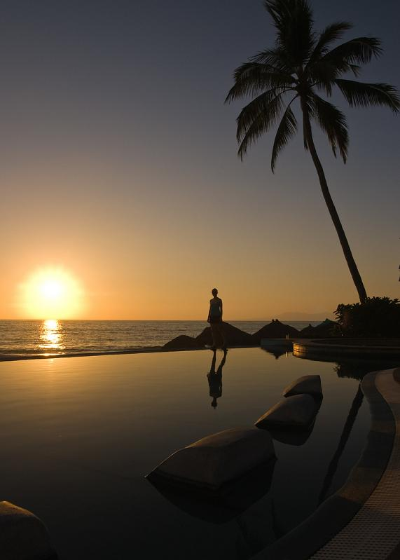 infinity pool puerto vallarta mexico 25 Stunning Infinity Pools Around the World