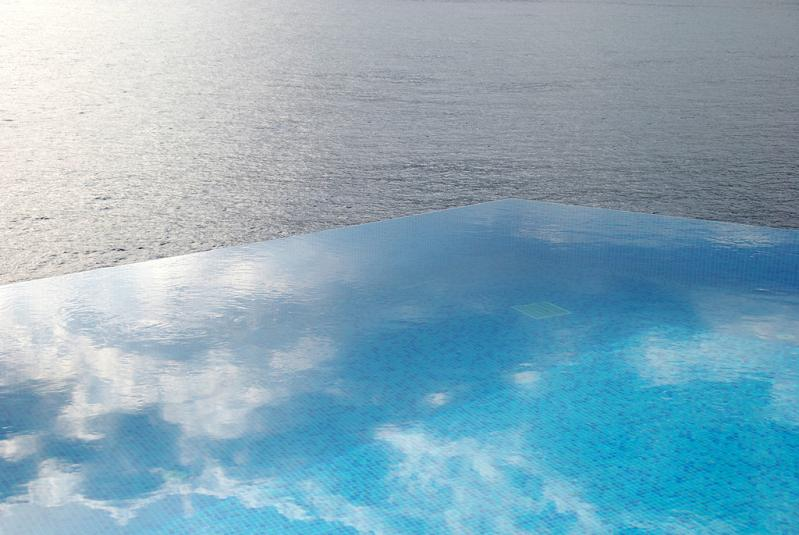 infinity pool reflecting the sky hotel villa mahal in turkey 25 Stunning Infinity Pools Around the World