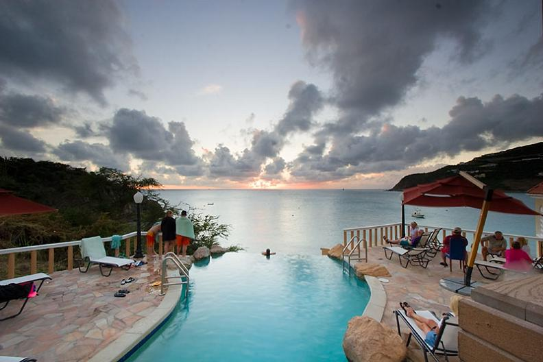 infinity pool sunset 25 Stunning Infinity Pools Around the World