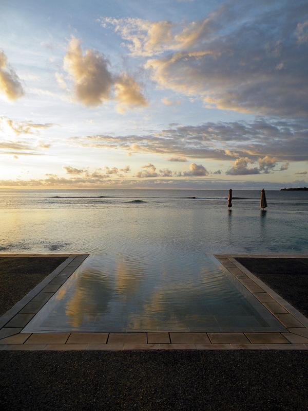 intercontinental fiji resort infinity pool 25 Stunning Infinity Pools Around the World