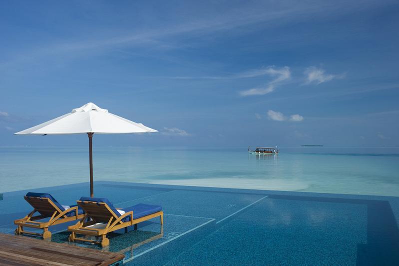 rangali island infinity pool 25 Stunning Infinity Pools Around the World