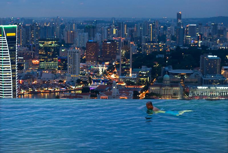 25 stunning infinity pools around the world twistedsifter - Marina bay sands resort singapore swimming pool ...