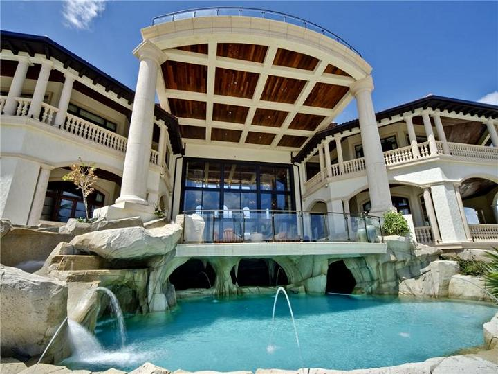 The 60 million mansion on the ocean castillo caribe for Large beach house