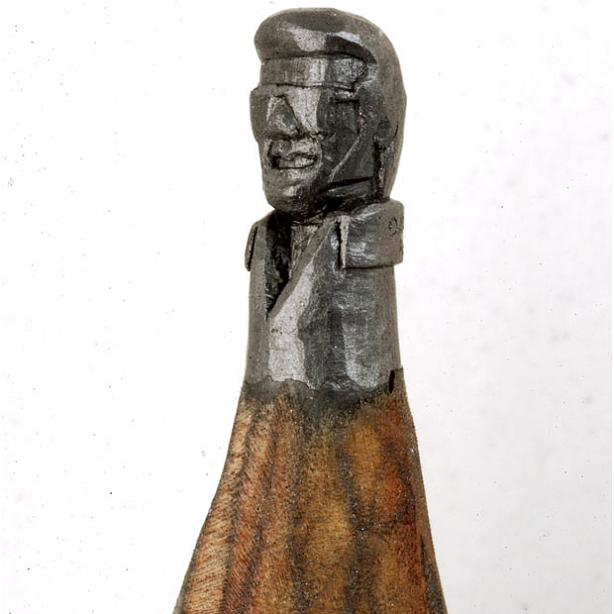 elvis carved onto tip of pencil The Most Incredible Miniature Pencil Art [20 pics]