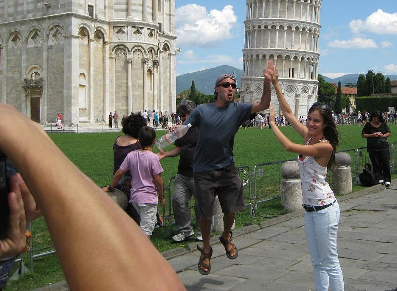 leaning tower of pisa high five photobomb The Friday Shirk Report   August 20, 2010 | Volume 71