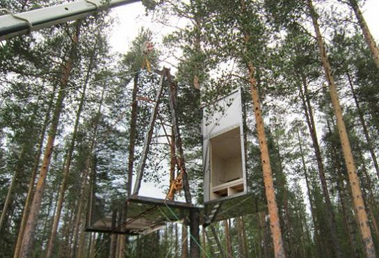 The mirrorcube treehotel in sweden twistedsifter for Mirror hotel