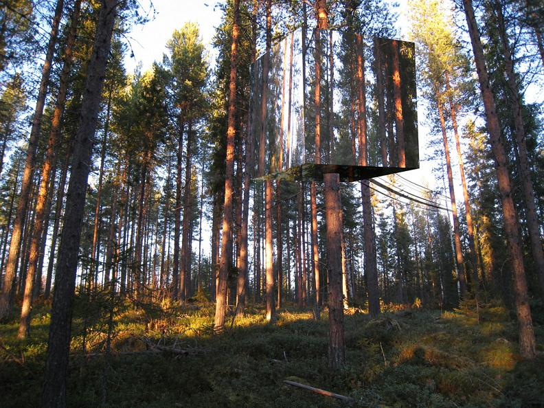 the mirrorcube treehotel in sweden twistedsifter. Black Bedroom Furniture Sets. Home Design Ideas