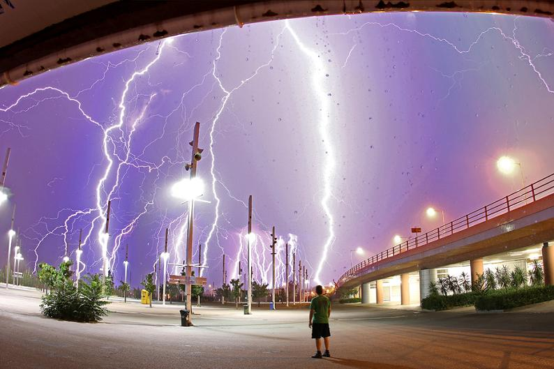 Picture of the Day – LightningCrashes