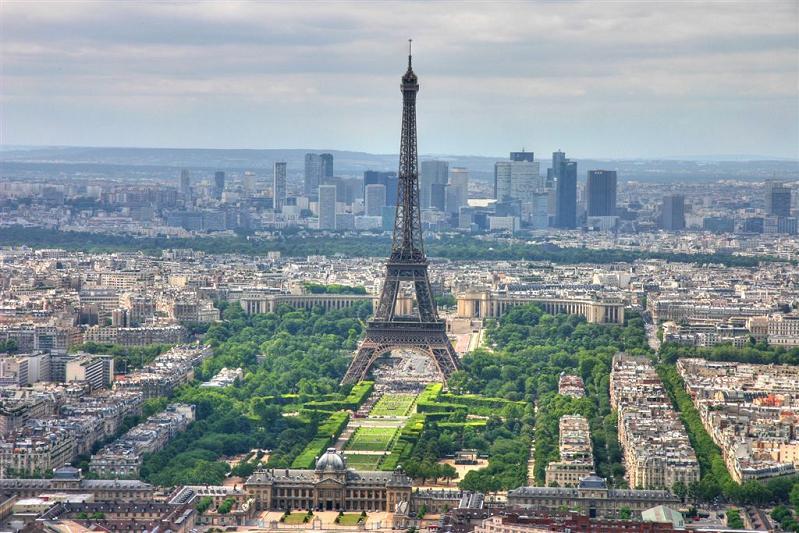 paris eiffel tower skyline france 15 Spectacular Skylines Around the World