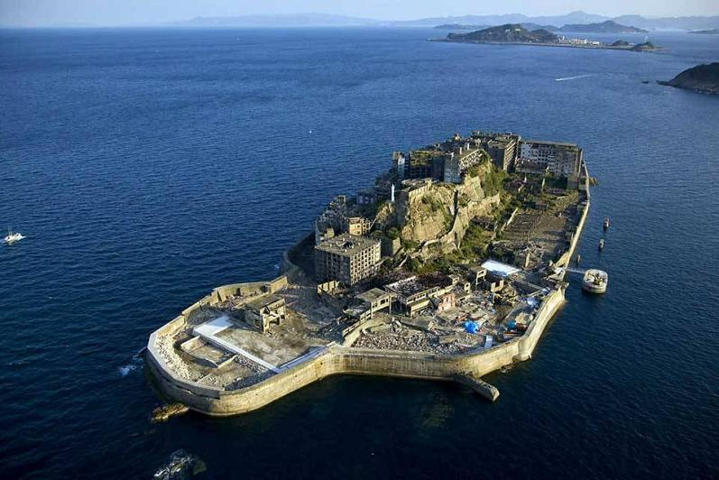battleship hashima island japan aerial The Incredible Aerial Photography of Yann Arthus Bertrand [25 pics]