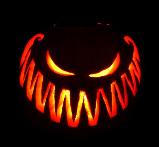 big scary smile pumpkin 25 Mind Blowing Halloween Pumpkins