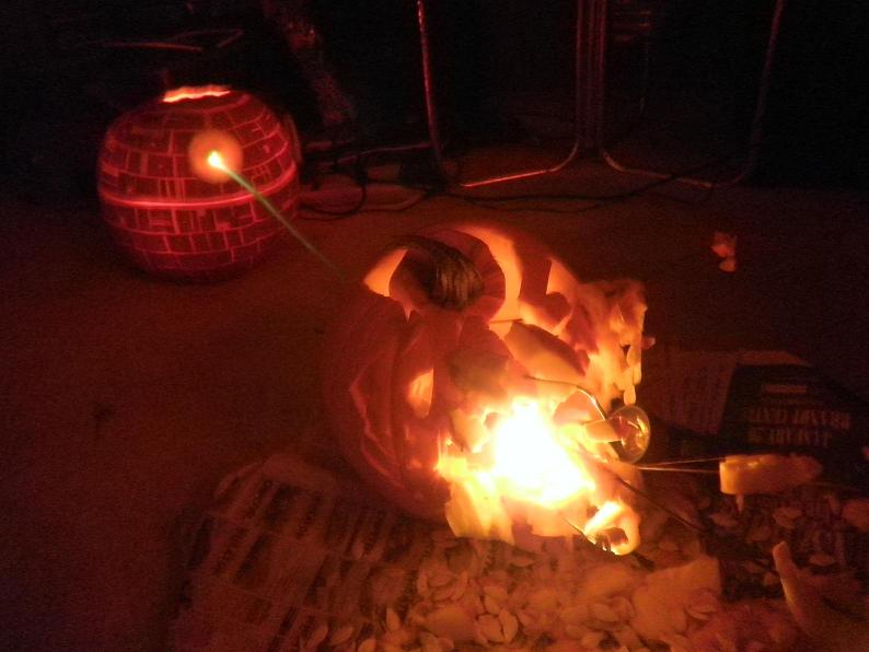 death star pumpkin destroying pumpkin planet 25 Mind Blowing Halloween Pumpkins