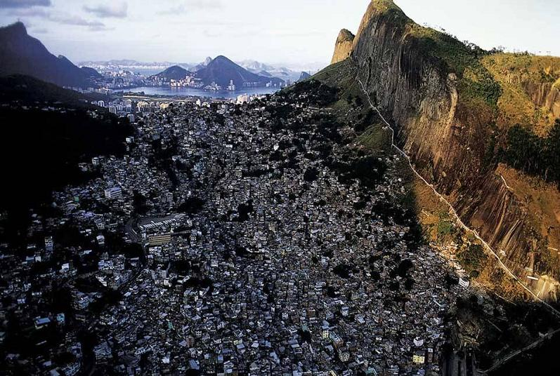 favelas rio de janeiro aerial yann arthus bertrand The Incredible Aerial Photography of Yann Arthus Bertrand [25 pics]